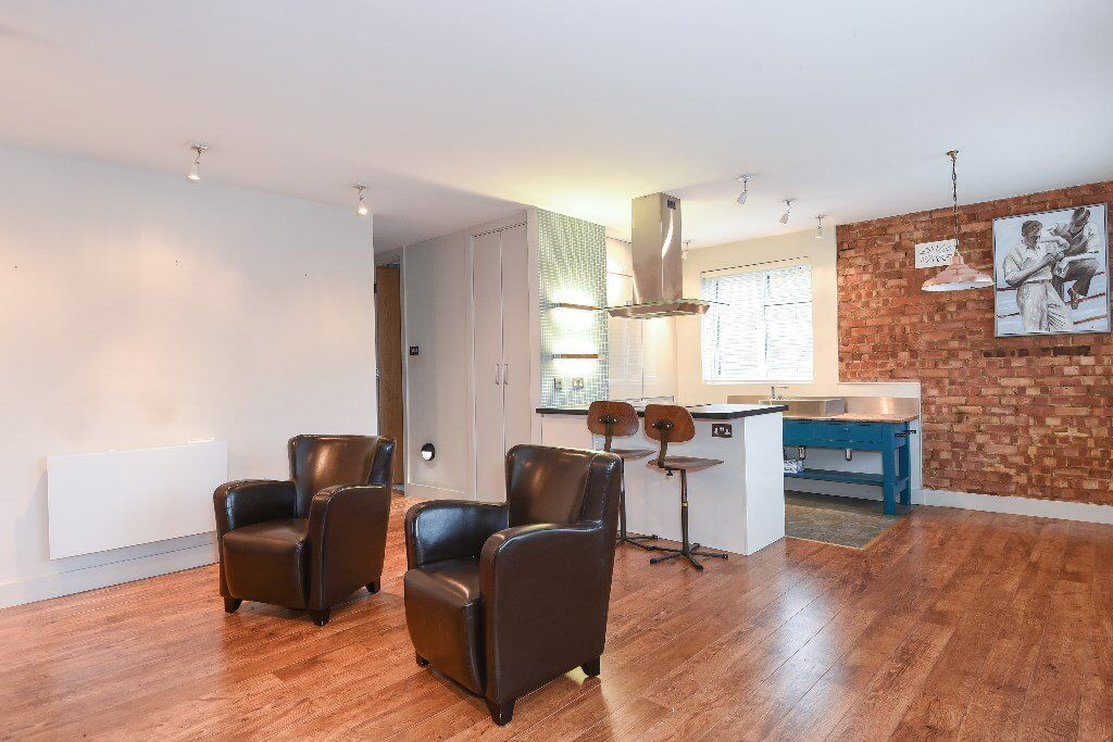 GL - A two bedroom flat with character to rent on this popular development