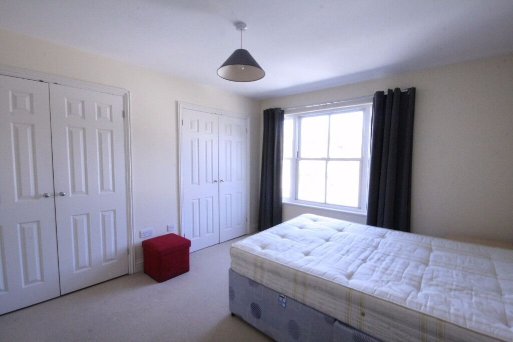 Lovely 4 bed town house in Zone 1 with garden