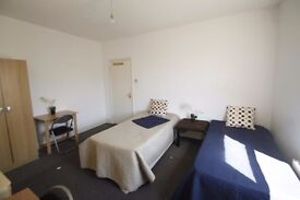 MASSIVE BEAUTIFUL TWIN ROOM TO RENT IN ARSENAL WITH LOVELY FLATMATES CLOSE TO THE TUBE STATION. 2A