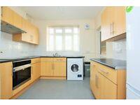 3 bedroom flat in Brook Lodge, North Circular Road, Golders Green, NW11