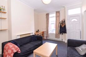 2 Bedroom House on Harold Street in Hyde Park!! Available July 1st!! £80 PWPP!!
