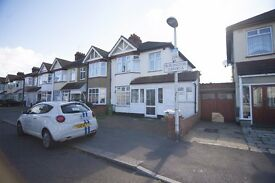*LARGE 5 BEDROOM HOUSE AVAILABLE IN CHADWELL HEATH RM6, BURLINGTON GARDENS* AVAILABLE NOW!