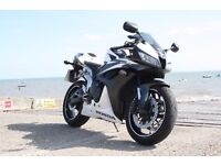 Honda CBR600RR-7 White and Black with new MOT and service.