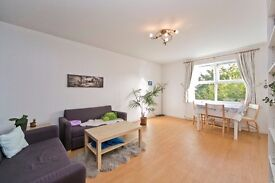 LOVELY 2 BEDROOM APARTMENT WITH PRIVATE PARKING SET IN CAMDEN & WITHIN A SHORT WALK TO KINGS CROSS