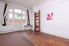 One bedroom ground floor flat to rent in Kingston. Lingfield Avenue.