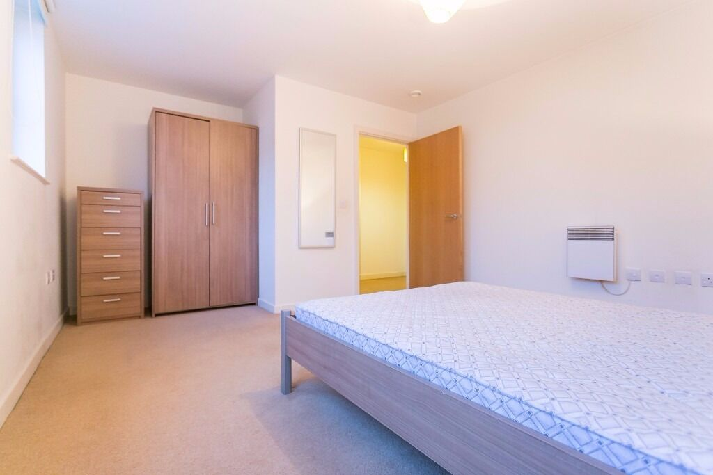 ONE BEDROOM APARTMENT AVAILABLE AT THE LIGHTHOUSE COMMERCIAL ROAD ALDGATE EAST LIVERPOOL STREET