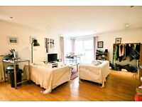 Stunning 3 Bedroom apartment in OVAL - Dramatically reduced for early move in !