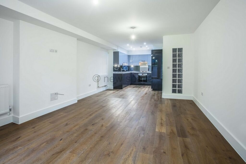 3 bedroom flat in Evering Rd, Clapton, E5