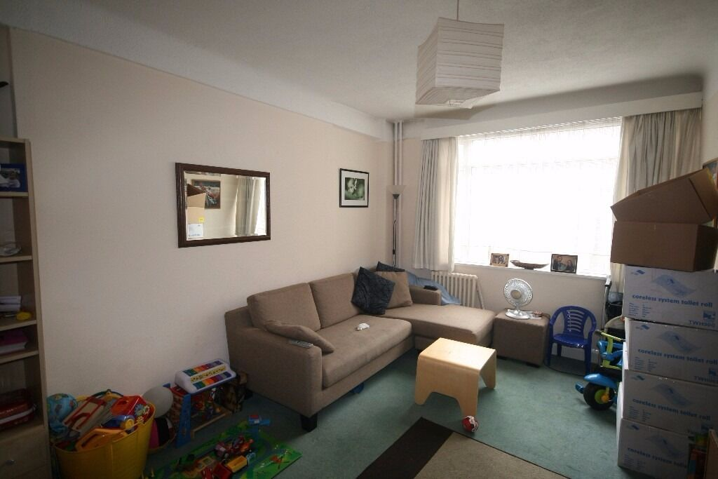 ** Good deal** Brixton 2 bedroom flat £340p/w