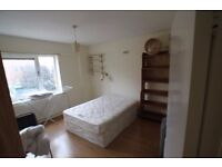 Big and Bright Double Room -HOLLOWAY ROAD