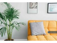 1 bedroom in Coburg Place, Torquay, TQ2 (#935134)
