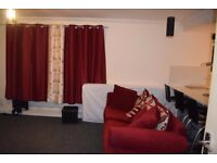 1 double room and 1 ensuit room avaliable for rent