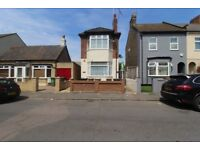 Spacious One Bedroom First Floor Flat with Garden in Chingford!
