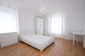 Extra-large double room with a view! Great location and available in January