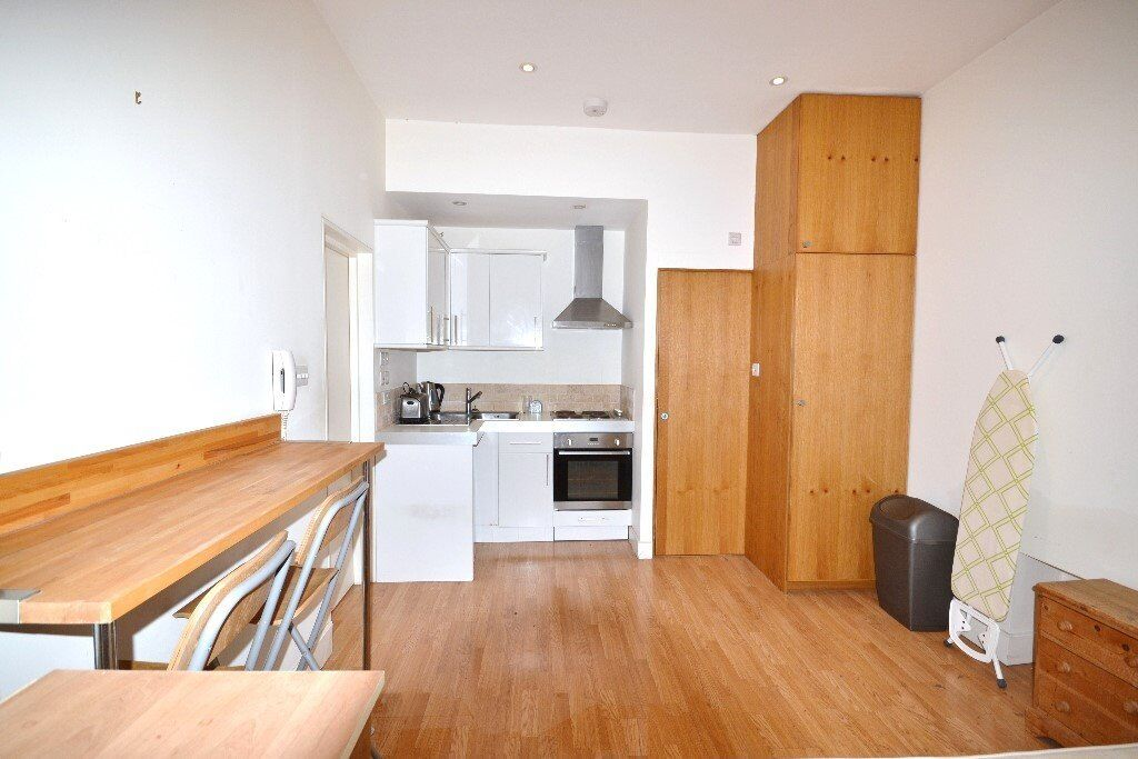 A modern small studio flat with ALL BILLS INCLUDED in Barons Court - £254pw