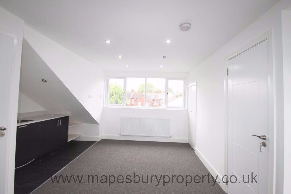 Cricklewood NW2 - Studio to Rent - Available Now- Ideal for Professional - Near Station & Amenities