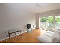 Stunning Two bedroom split level flat with roof terrace