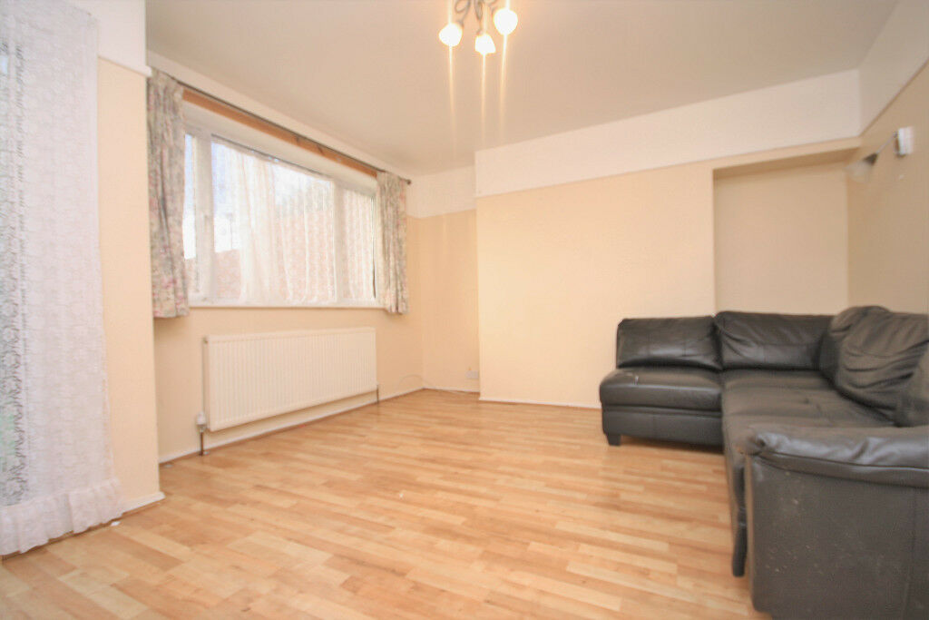 3 bed terraced house with large garden in