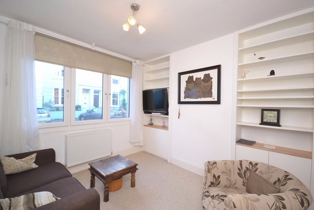 **3 BED HOUSE WITH PRIVATE GARDEN IN RESIDENTIAL AREA IN EALING!**