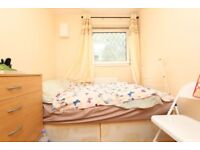 CHEAP room in DOCKLAND ! MOVE IN NOW !