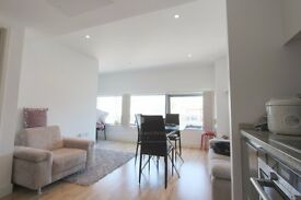 Amazing studio flat on 9th floor **CONCIERGE** **GYM** Available in July!