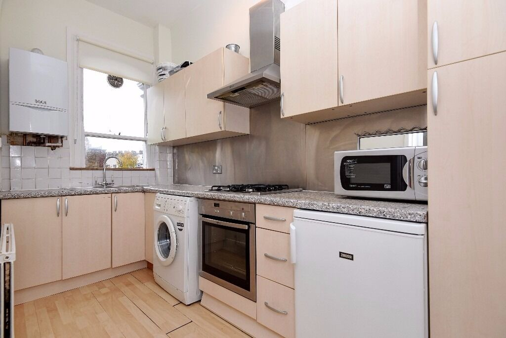 *AVAILABLE NOW* A FANTASTICALLY LOCATED TWO BEDROOM FLAT ON SEVERUS ROAD, BATTERSEA