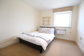 STUNNING DOUBLE BEDROOM AVAILABLE IN THIS PENTHOUSE WITH FULL RIVER VIEWS INC ALL BILLS