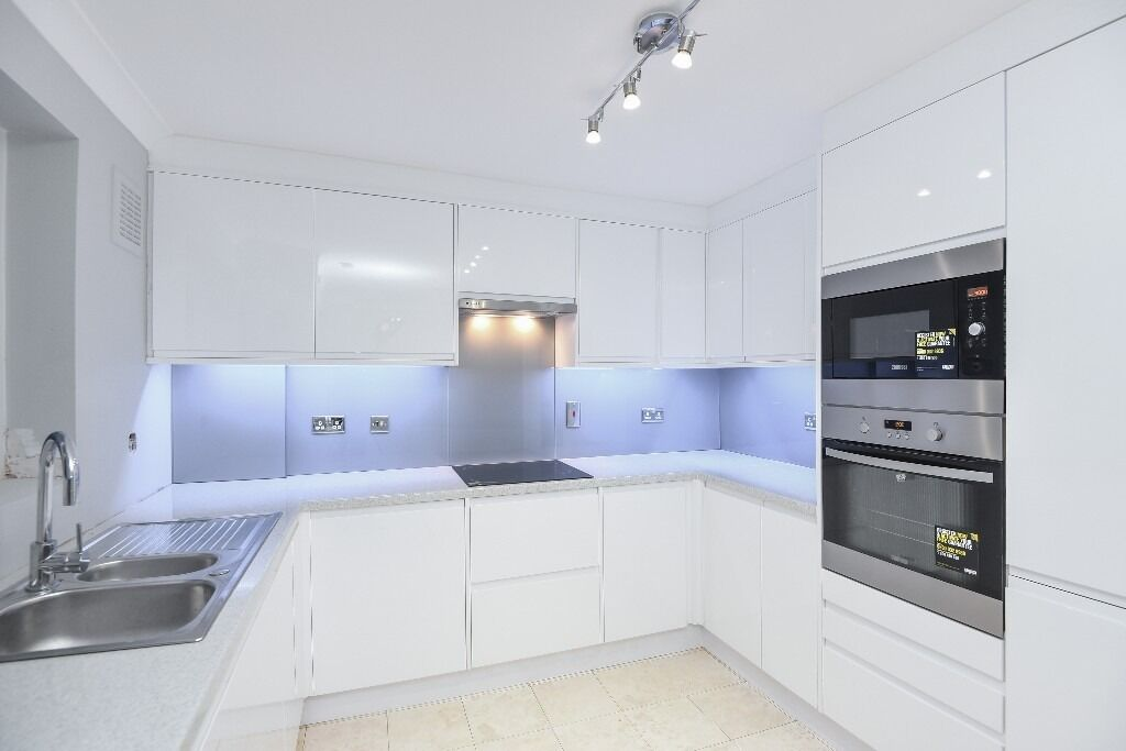 A contemporary and beautifully refurbished three double bedroom house, Burnthwaite Road, SW6