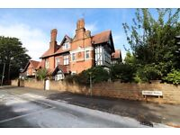 Large/Spacious 4 Bedroom House To Rent In Avenue Road, Leicester Close To Train Station