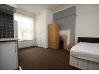 Windsor Road - Close to Hospital - En Suite - Self Contained - Washer Dryer - WIFI - Bills Inc