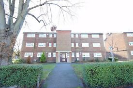 WOODFORD IG8, IMMACULATE TWO BEDROOM APARTMENT MINUTES FROM WOODFORD STATION AND HIGH ROAD £280PW