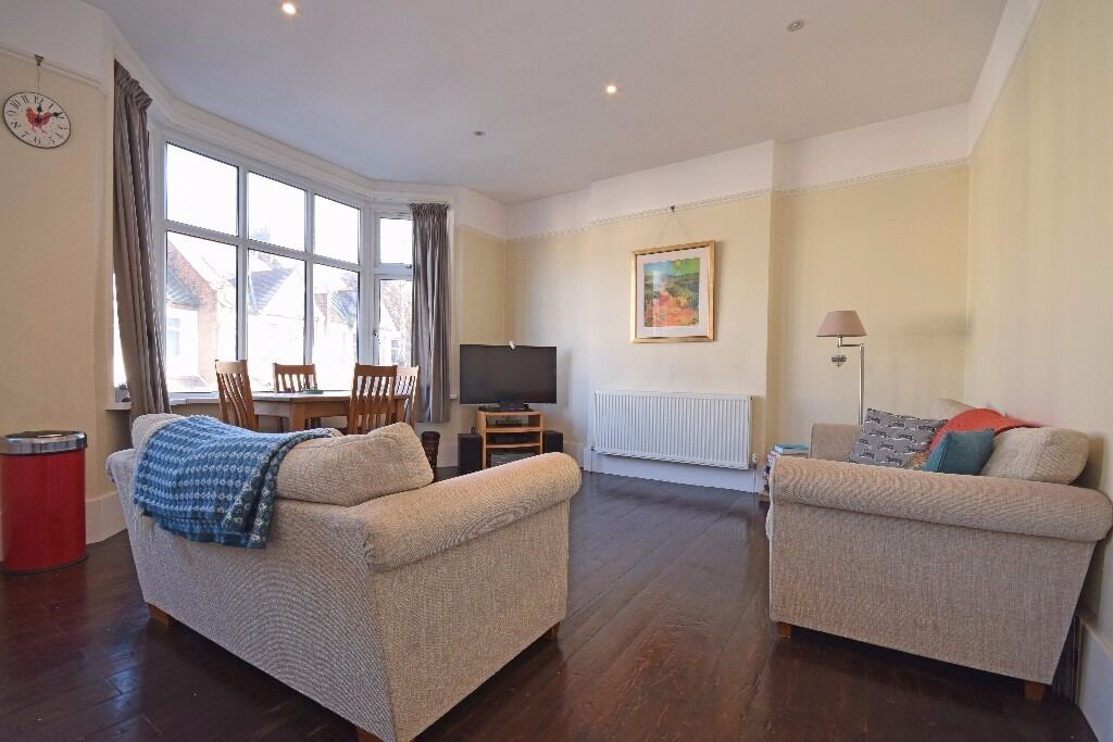 Beautiful and spacious 2 double bedroom first floor conversion close to Streatham Station!!