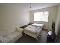 MASSIVE ROOM PERFECT FOR TWO FRIENDS OR A COUPLE! ALL BILLS IN ** CENTRAL LONDON
