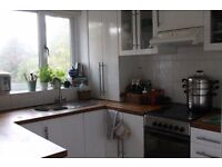 To rent - Beautiful 2 bed top floor flat in West Park, Leeds 16