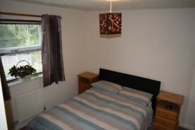 Spacious Furnished Double Bedroom In Quiet Location