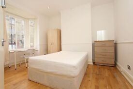 WALKING distance from CANARY WHARF ! COUPLES OK !