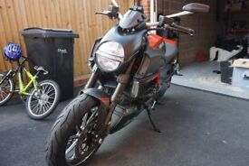 Ducati DIAVEL CARBON with genuine sat nav