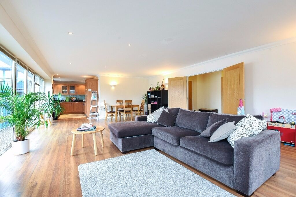 Jelico Point - A stunning and spacious three bedroom two bathroom apartment to rent