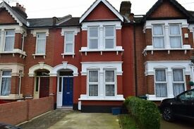 **SPACIOUS MODERN HOUSE** Spacious 3 Bedroom house 2 receptions available in Ilford IG1**