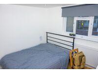 Spacious LOFT Room near Aldgate East