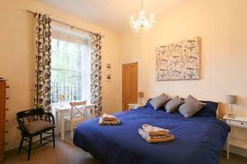 EDINBURGH FESTIVAL LET: (Ref: 841) Montgomery Street. Spacious main door garden flat in Hillside!