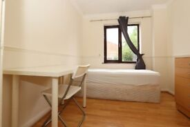 🌳CHEAP SINGLE ROOM IN CANNING TOWN IN 5 BED HOUSE WITH GARDEN - 4 Kimberley