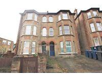 3 bedroom flat in Church Road, Hendon, NW4