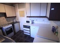LOVELY LARGE TWIN ROOM TO RENT IN MANOR HOUSE AREA CLOSE TO THE TUBE STATION. 13M