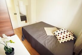 COSY DOUBLE ROOM FOR A SINGLE USE TO OFFER IN CAMDEN TOWN CLOSE TO THE TUBE STATION. 28I