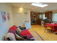 One Bed Flat in Isleworth INCLUSIVE council tax and water @ £1200pcm in Isleworth / Twickenham