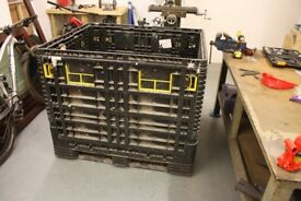 plastic pallet / crate