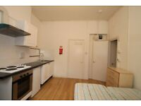 Square Quarters are pleased to present this roomy self-contained studio in Islington N1.