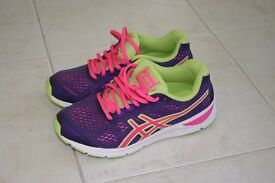 Asics trainers size 36 (US4)