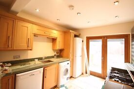 4 Bed House in Golders Green NW11 - Ideal for Sharers - Large Rooms - Loft Space - Patio & Garden